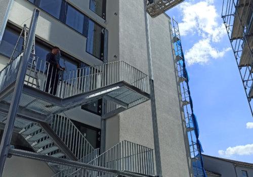 Montage & Herstellung eines Fluchttreppenturms + Balkon